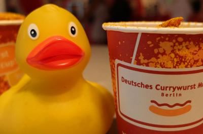 une-deutsches-currywurst-imbiss-berlin